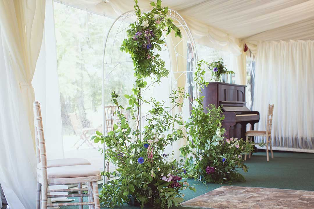 Wedding flower with a piano