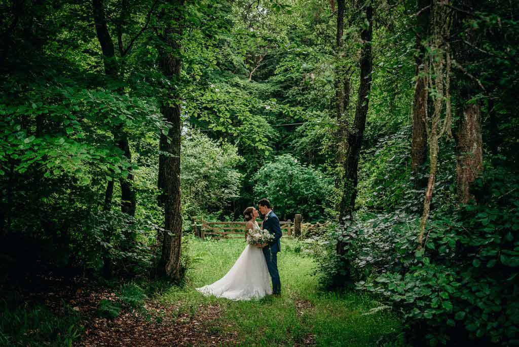 Bride and bridgroom in green wooded area